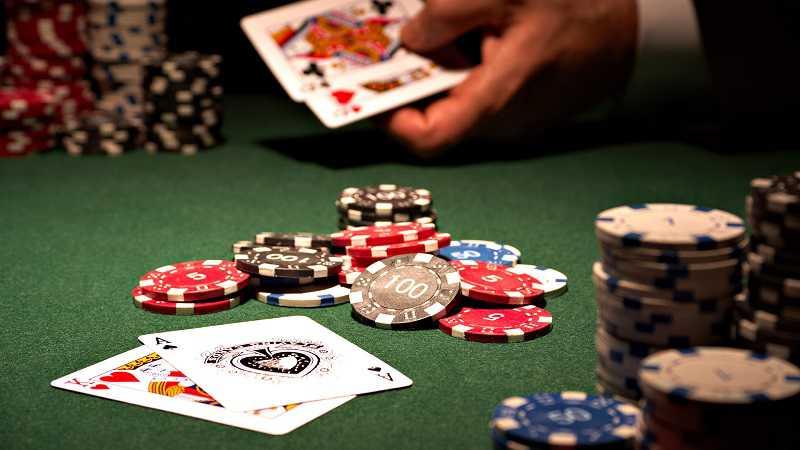 Các khái niệm trong poker tại W88- Rake, Bluff, Tilt, squeeze play có nghĩa là gì?