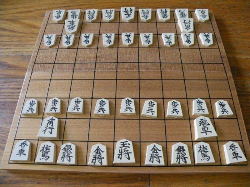 Bàn cờ Shogi được sắp xếp theo đúng luật