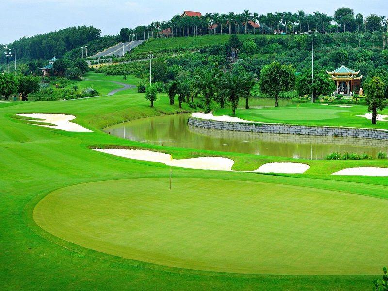 Sân chơi golf có nhiều tiêu chuẩn khắt khe
