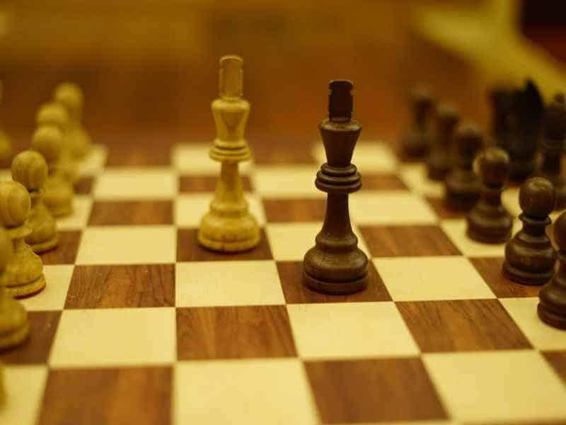 Cờ vua là trò chơi đối kháng giữa hai người
